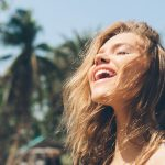 Mantener el cabello lindo y sano bajo el sol