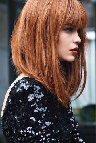 Media melena con tono de pelo anaranjado y flequillo