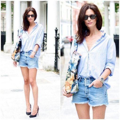 Mujer luce un pantalón de jean corto y con zapatos de tacon