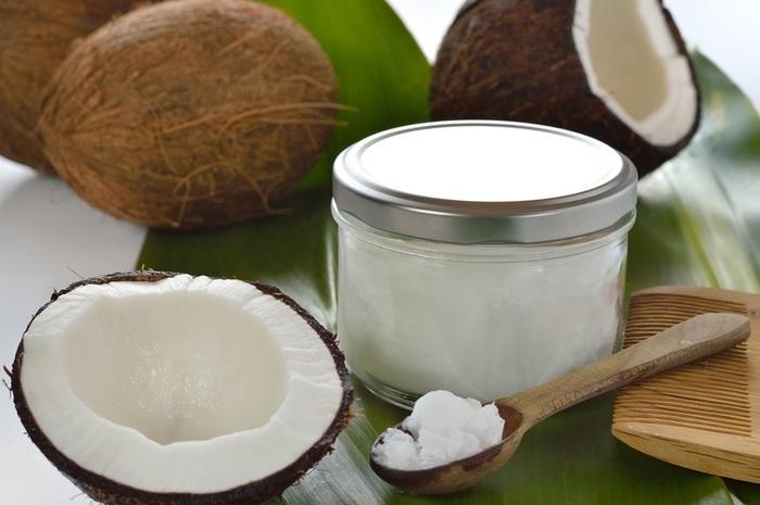 Aceite de coco para tratar el cabello reseco