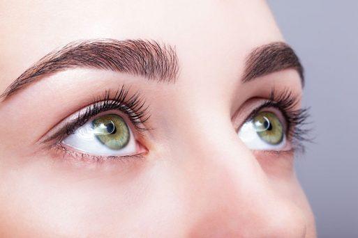 Tratamientos naturales para fortalecer las cejas
