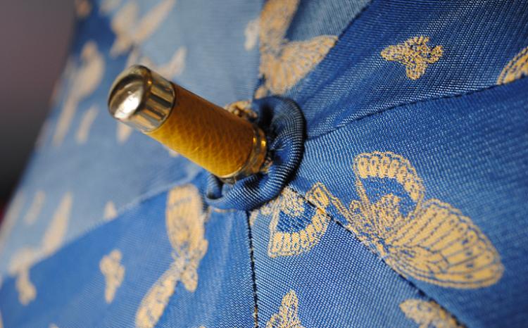 sombrillas un accesorio necesario para tu ropero