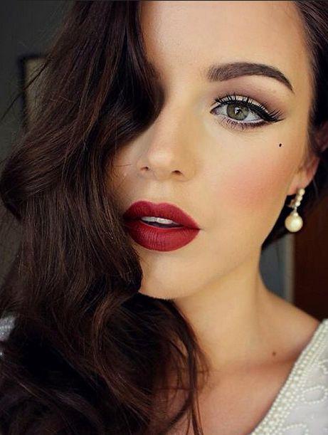 Chica joven luciendo maquillaje de boda