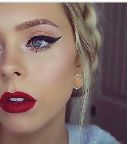 Chica con alergia al maquillaje