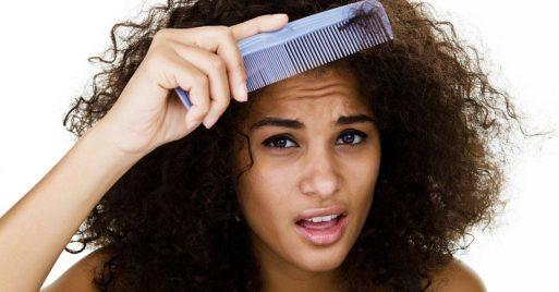 Mujer que desea reducir el volumen de su cabello