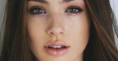 Chica muestra tips para consigue unos labios gruesos y carnosos