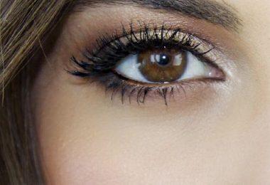 Consiguiendo unos ojos más grandes con el maquillaje
