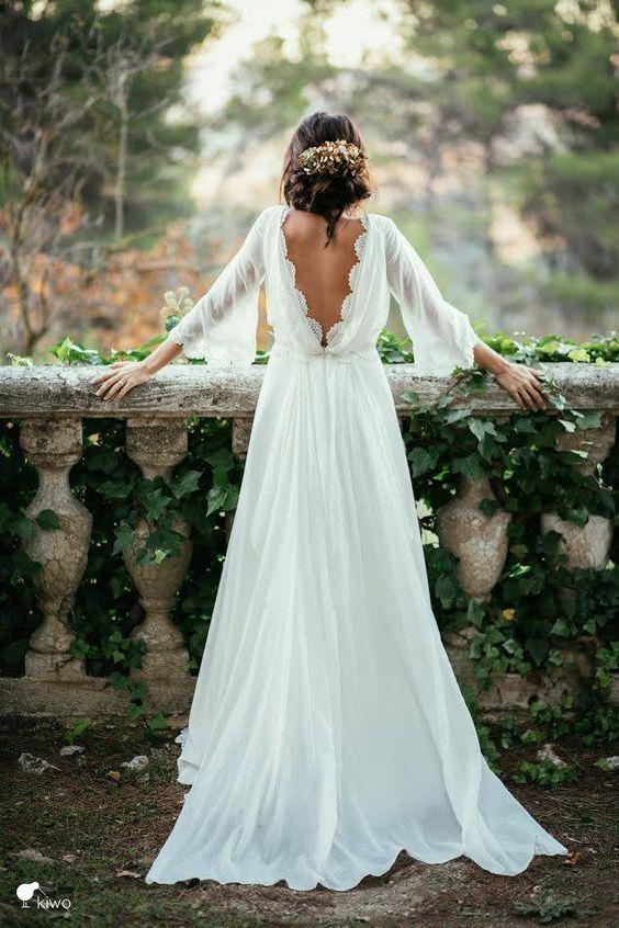 una mujer de espalda con vestido de novia