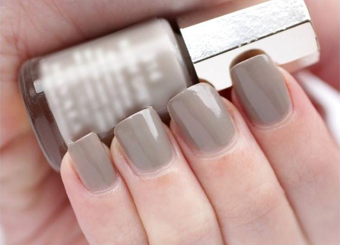 El color gris la nueva tendencia para esmaltes de uñas este 2019