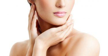 mujer joven con piel saludable