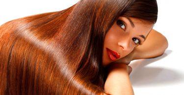 mujer con cabello largo y saludable, aprende a tener un cabello saludable