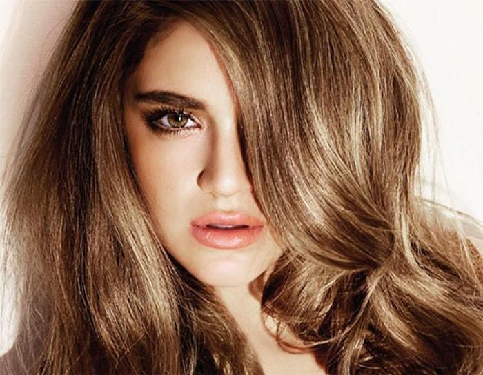 Color de cabello castaño claro