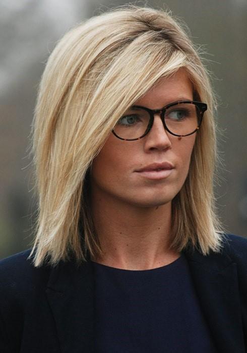 Peinados estilo melena midi para lucir con lentes