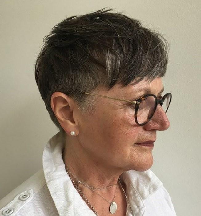 Peinados de cabello corto y encanecido