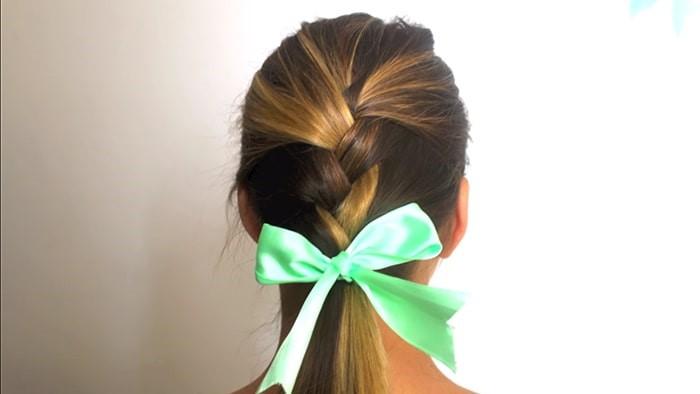 Peinado sencillo con lazo