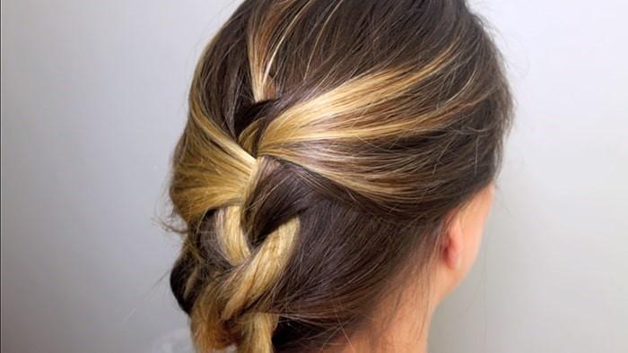 Peinado fácil de trenza suelta