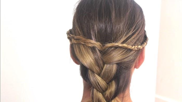 Peinado fácil de trenzas y moño suelto