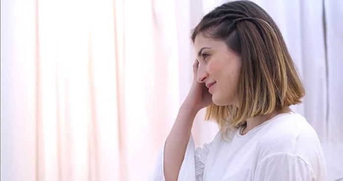 Peinado sujeto con horquillas verticales