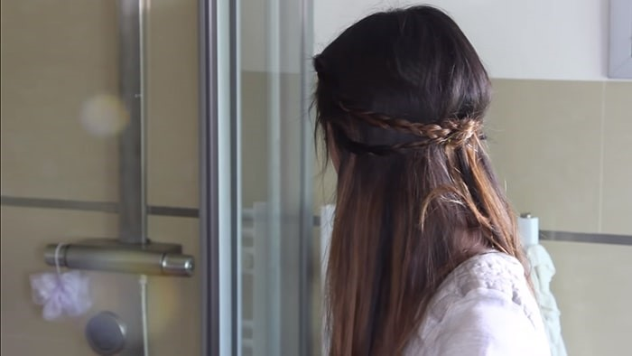 Peinado de trenzas atadas hacia atrás