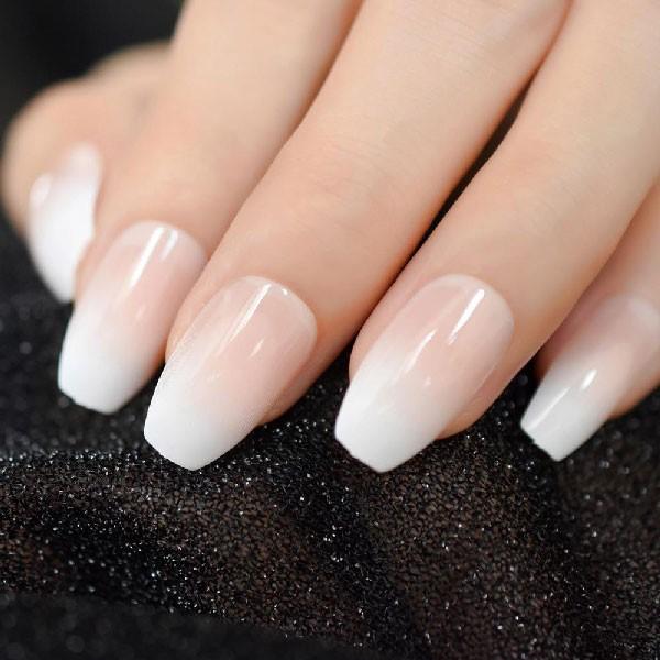 Gradiente nebuloso para decorar las uñas