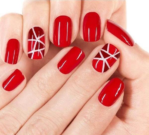 Estilo de líneas en negativo para las uñas