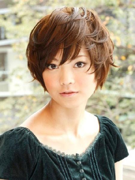 Pelo corto con peinado japonés