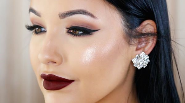 Mujer con labios pintados