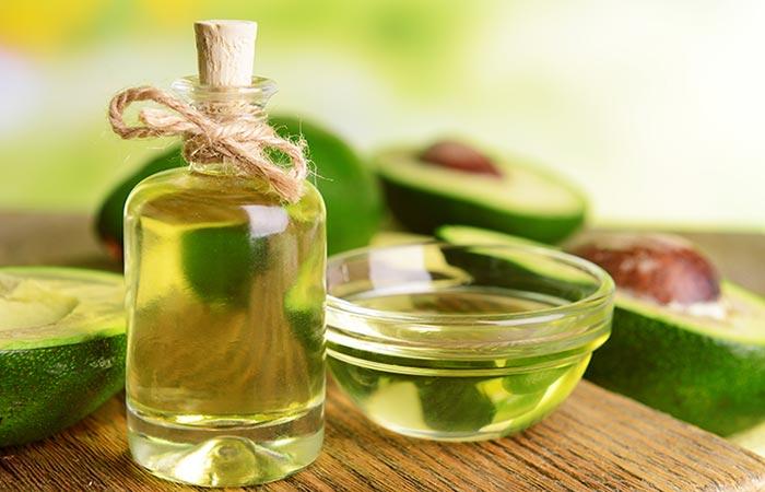 Usa aceite de aguacate para tratar la piel seca