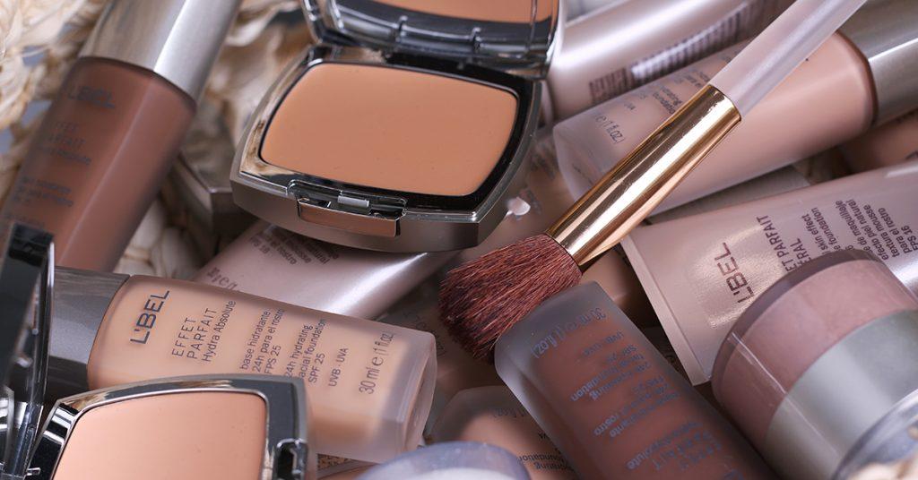 Diferentes opciones de bases de maquillaje